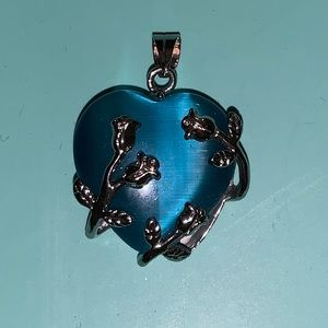 Jewelry - Beautiful blue heart pendant with flowers
